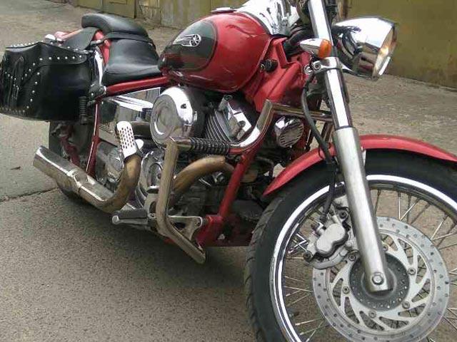 Дуги Yamaha Dragstar, вид справа.