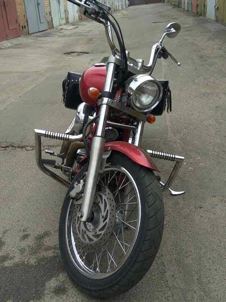 Дуги Yamaha Dragstar, вид спереди.