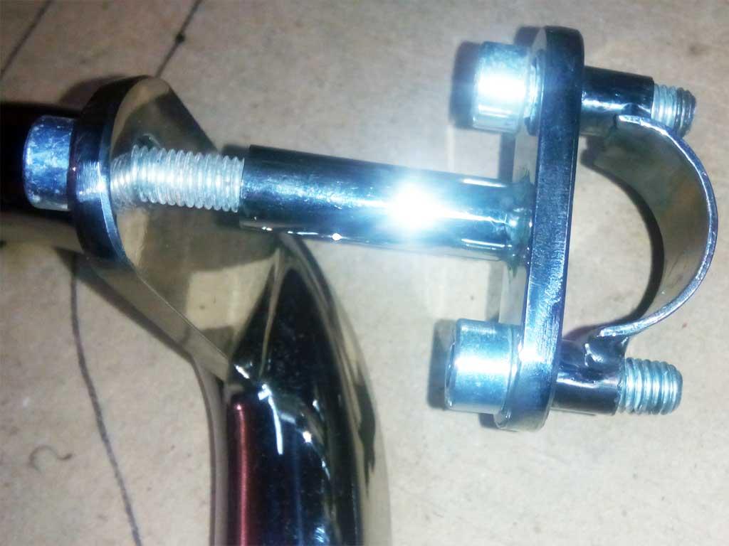 Suzuki Intruder верхньє кріплення дуги.